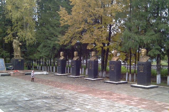 Бельшереченский мемориал. В комплекс входят и образцы вооружения.