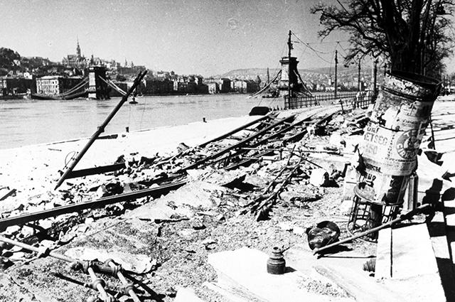 Набережная Дуная после боёв за Будапешт
