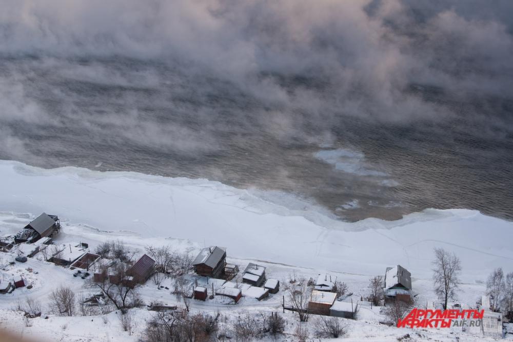 Сенчин пишет о деревнях, ушедших под воду после очередного перекрытия Ангары