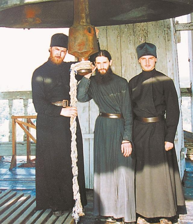 Николай (слева) на колокольне Лавры.