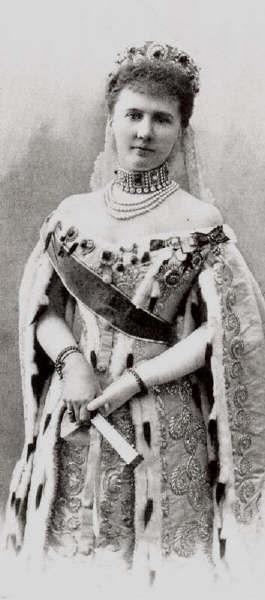 Августа Мария Агнесса приходилась ему троюродной племянницей.