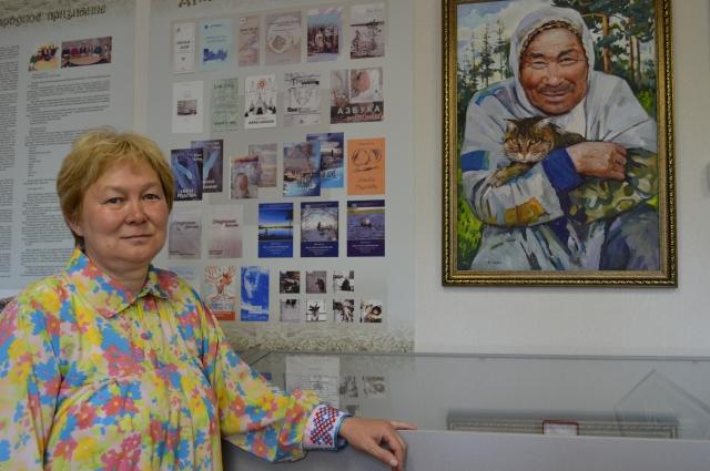 Хозяйка музея Тайна Юрьевна Карымова, старшая дочь Юрия Вэллы.