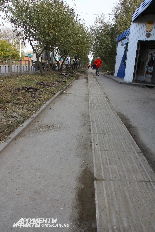 Специальная плитка на некоторых участках пришла за зиму в негодность.