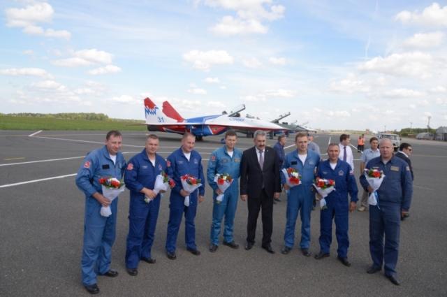 Леонид Черкесов и пилотажная группа