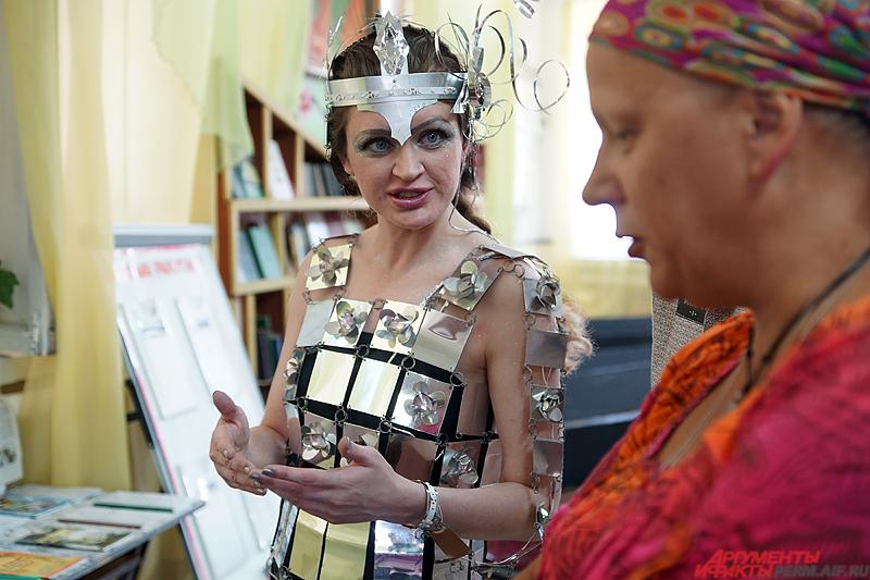 Юлия Сухих помогала Екатерине шить платья к конкурсу.