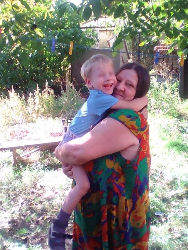Вася так обнимает Ирину Петровну, будто боится её потерять.