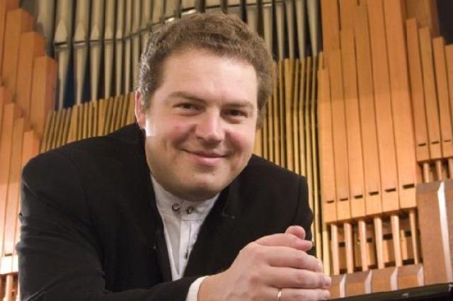 Известный органист Андрей Бардин.