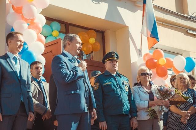 Владимир Соваренко поздравил учителей и учеников.