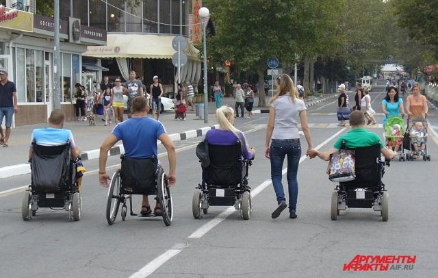 Льготные инвалидные коляски  продают, чтобы купить другое средство передвижения.