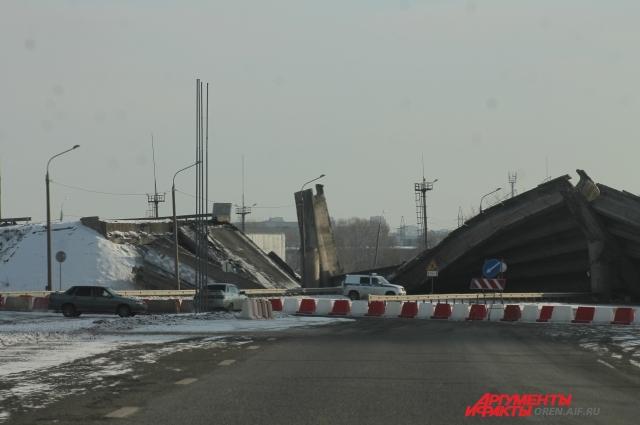 После произошедшего в регионе организовали проверку всех мостов, а на месте рухнувшего уже весной начнут строить новый.