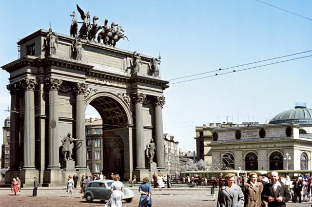 Нарвские триумфальные ворота в Санкт-Петербурге
