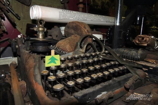 Сломанная пишущая машинка найдена в одном из старых домов Казани