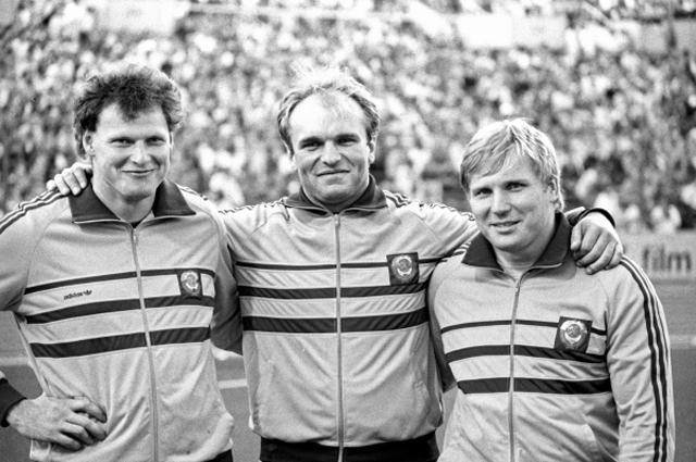 Победители соревнований метателей молота (слева направо): Игорь Никулин (2-е место), Юрий Седых (1-е место) и Сергей Литвинов (3-е место). Чемпионат Европы по легкой атлетике. ФРГ, 1986 год