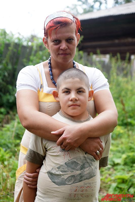 Мама Олеся вместе с сыном