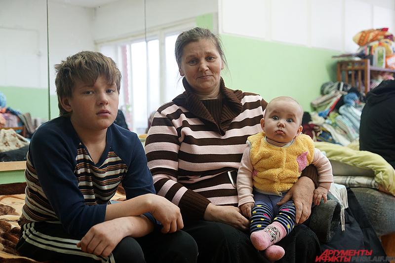 Татьяна Вожакова вместе с детьми.