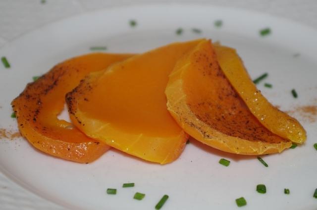 Десерт из тыквы напоминает мармелад.