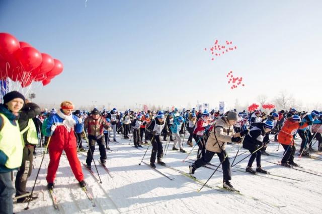 Многие участники пришли на лыжню семьями.