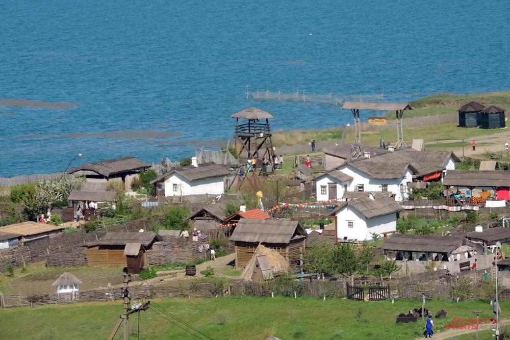 К этим берегам Тамани, где сейчас действует Выставочный комплекс «Атамань», в 1792 году причалили первые казаки-черноморцы.