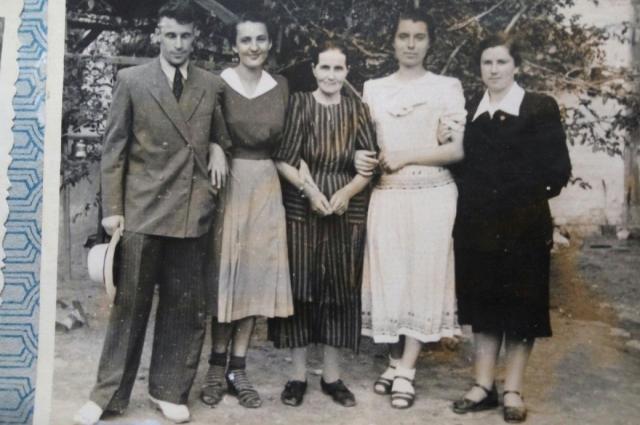 Супруги Гагаринские (слева) самая красивая пара курса.