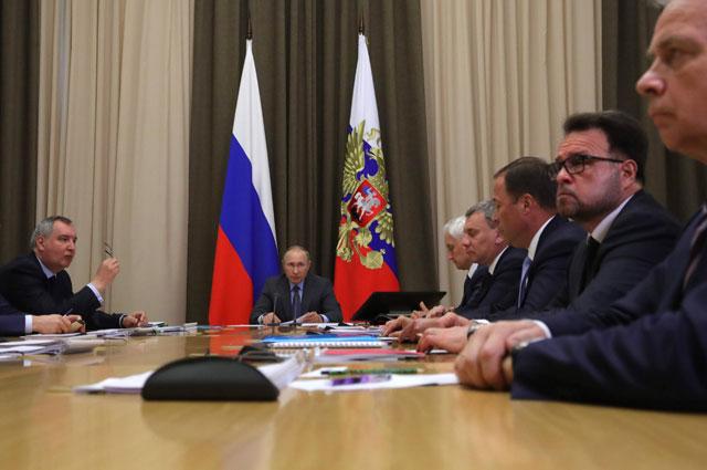 Президент РФ Владимир Путин проводит совещание по вопросу развития космической отрасли РФ.