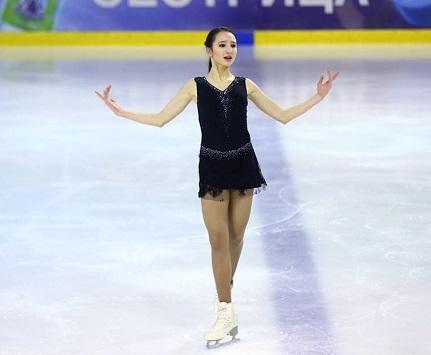 Полина Цурская на льду.