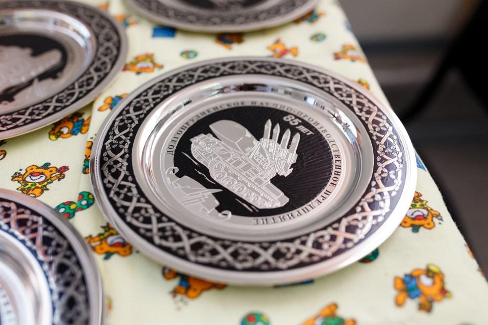Златоустовской гравюрой украшают не только оружие, но и сувениры.