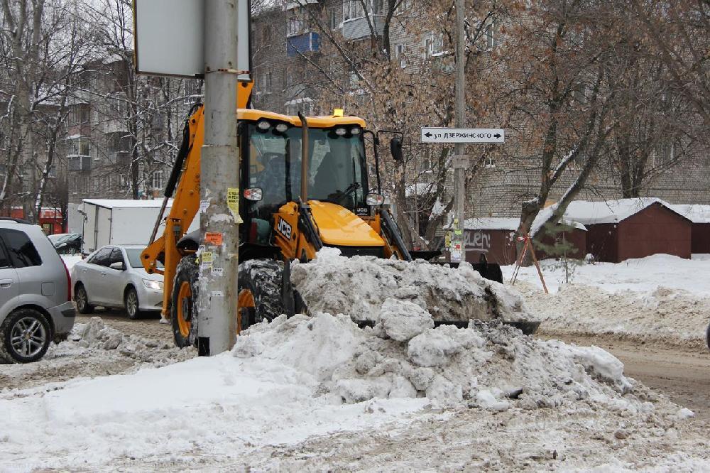В ночь на 31 января благоустройщики будут убирать улицы и дороги от снега во всех районах Рязани.