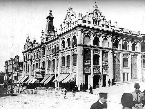 Будущий владивостокский ГУМ ещё до революции стал настоящим дворцом.