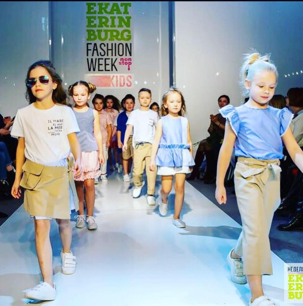 Около 300 юных моделей представят актуальные коллекции дизайнеров из Екатеринбурга, Санкт-Петербурга и Москвы.