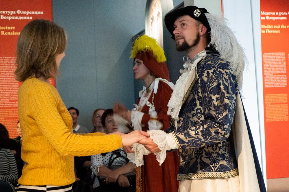 Костюмы средневековой Италии радуют глаз и получают призы.