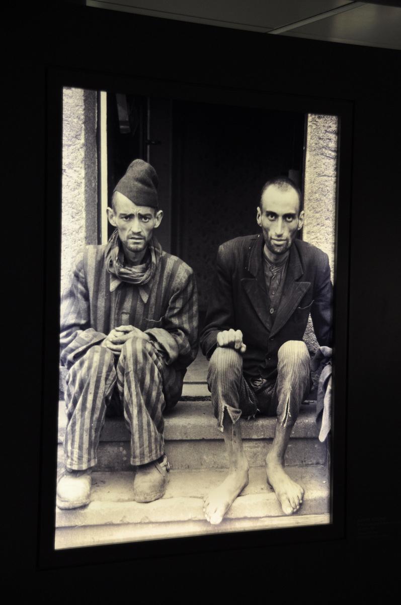 Заключенные лагеря Дора.
