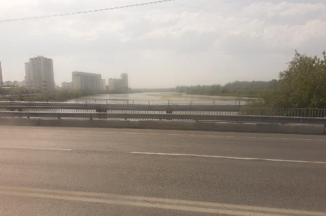 Также в районе протекает река Тура.