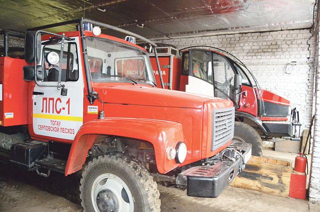 Благодаря нацпроекту «Экология» в этом году Серповской лесхоз получил современную пожарную машину.