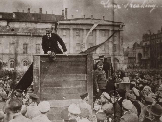 Ленин на митинге