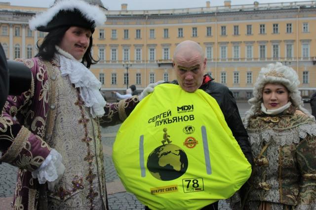 В апреле прошлого года Сергей вышел в кругосветку с Дворцовой площади.