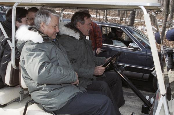 Российско-американская декларация о прекращении Холодной войны была подписана Борисом Ельциным и Джорджем Бушем-старшим 1 февраля 1992 года в Кэмп-Дэвиде