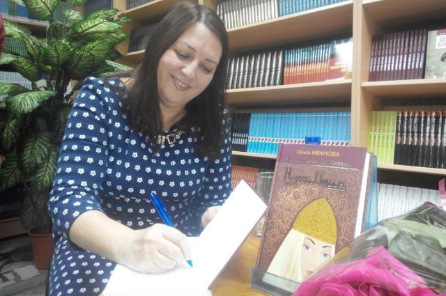 Ольга Иванова на презентации первой книги из серии