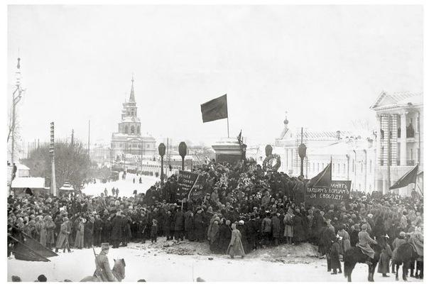 Похороны героев, погибших на Дутовском фронте. Екатеринбург, 1918 год.