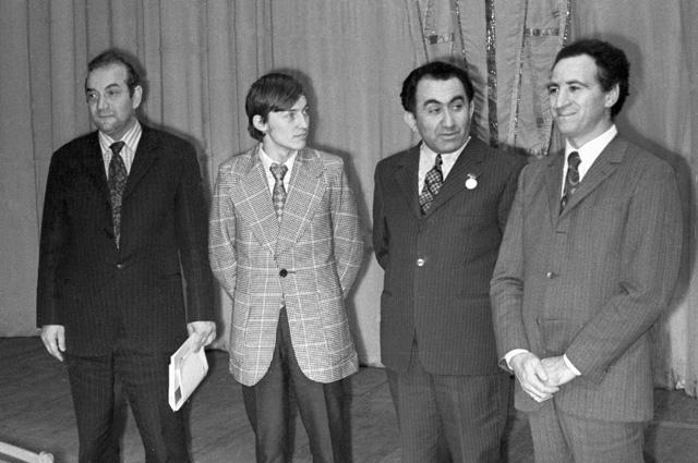 Виктор Корчной, Анатолий Карпов, Тигран Петросян и Лев Полугаевский. 1973 г.