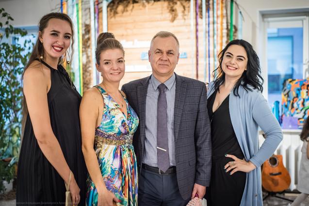Ирина Кузнецова, Игорь Решетников и гости праздника.