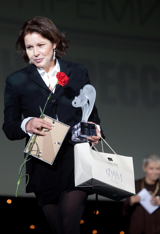 Наталья Негода, снявшаяся после 20-летнего перерыва в кино в картине Алексея Мизгирева «Бубен, барабан», удостоена Национальной премии кинокритики и кинопрессы «Белый слон» за 2009 год в номинации «Лучшая главная женская роль». 2009 г.