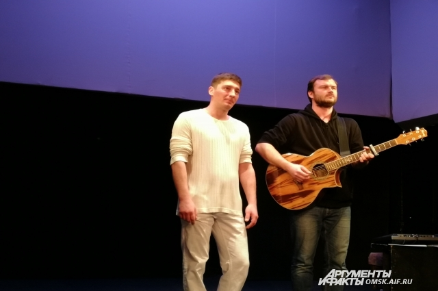 С другом - актёром Игорем Коротаевым.