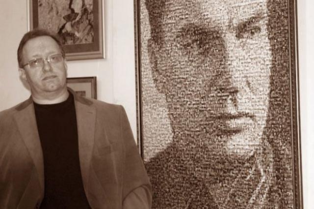 Игорь Пшеницын рядом с портретом Валерия Чкалова.