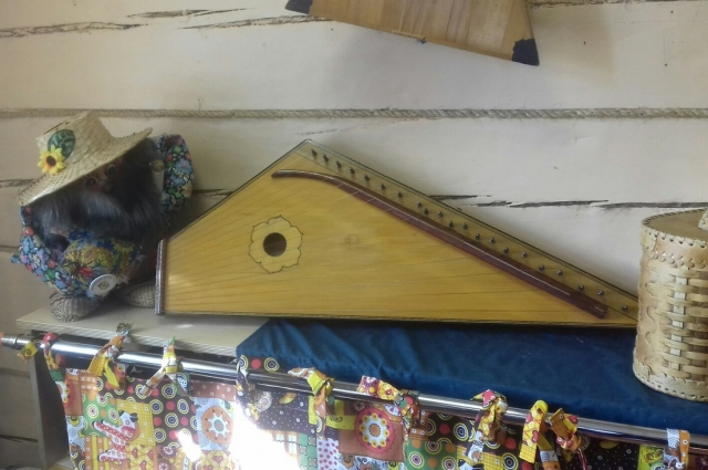 Семья мечтает, чтобы инструмент вернулся в каждый дом, как это на Руси.