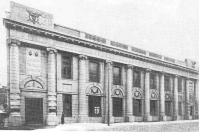 Так выглядело здание сто лет назад.