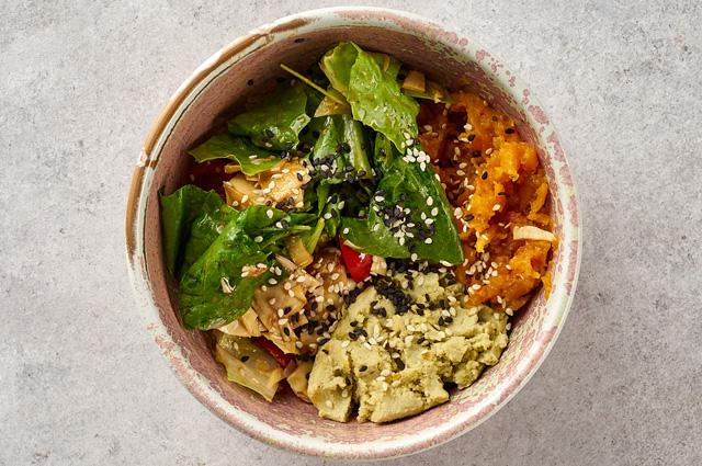 Зелёный салат сартишоками ипечёным бататом
