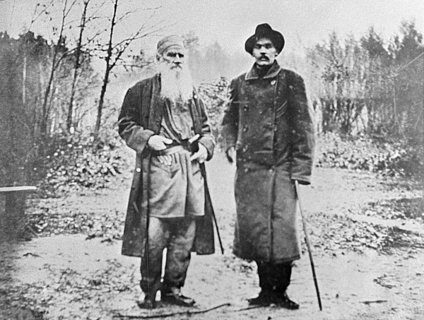 Лев Толстой и Максим Горький в Ясной Поляне. 1900 год