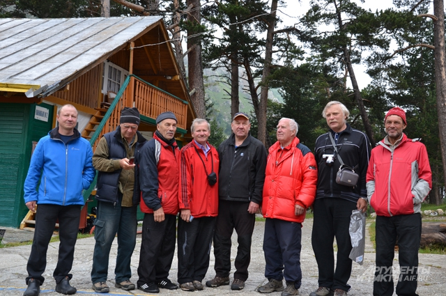 Снежные барсы, покорители вершин каждый год собираются в альплагере Уллу-Тау