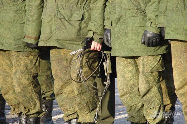 Есть такая традиция у ракетчиков: офицер, осуществлявший пуск ракеты, получает на память трос, которым к ТПК крепится его крышка