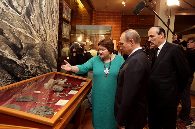 Владимир Путин посетил выставку «Дербент, Дагестан, Россия»